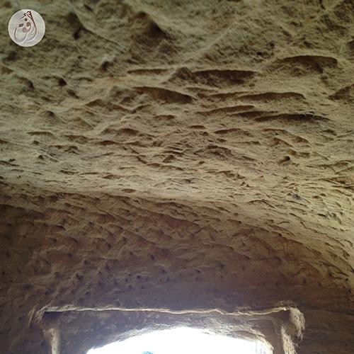 الغرف في مدافن الخريمات ذات سقف منخفض
